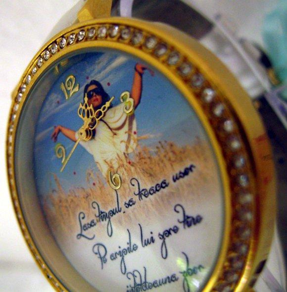 ceasuri de mana mari cu cristale, personalizate cu poze pe cadran