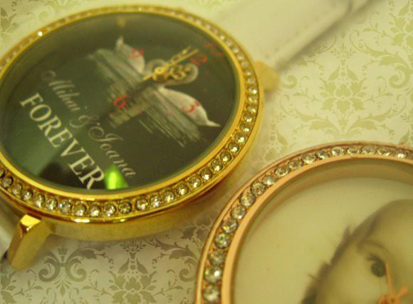 ceasuri de mana aurite cu cristale pentru ea, personalizate